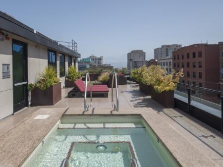 Relaxing in the Spa   Studio Apartment San Francisco   Arc Light