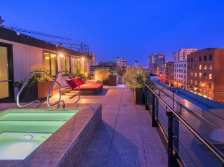 Relaxing in the Hot Tub   San Francisco Apt For Rent   Arc Light