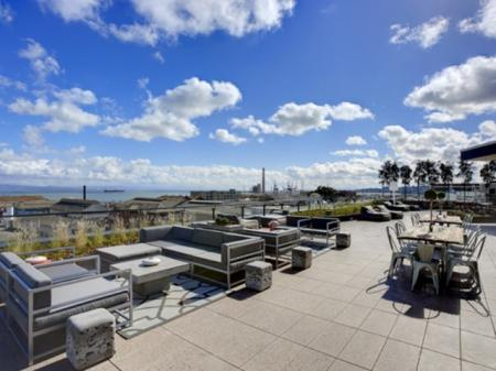 Outdoor Lounge | Apartments For Rent In San Francisco