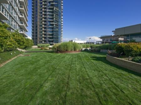 Beautiful Landscaping | 1 Bedroom Apartments Portland | Riva on the Park