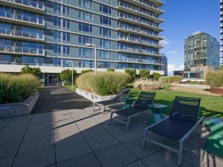 Resident Sun Deck | Apartment For Rent In Portland Oregon | Riva on the Park