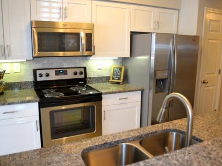 Kitchen at Dunwoody Place Apartments 2