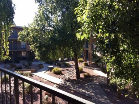 Apartment Homes in Phoenix | Biltmore on the Lake2