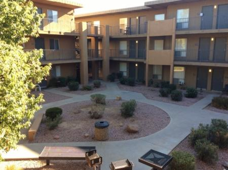 Apartment Homes in Phoenix | Biltmore on the Lake