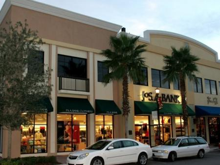 Town Center at Lakeside Village Apartments close to nearby shops and dining
