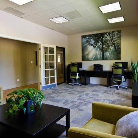Resident Computer Lounge | Apartments In Denver | Summitt Ridge