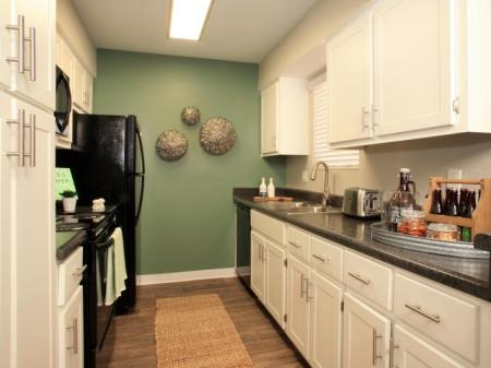 Modern Kitchen | Pet Friendly Apartments In Tempe | Flagstone