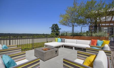 Resident Sun Deck | Bellevue Washington Apartments | LIV