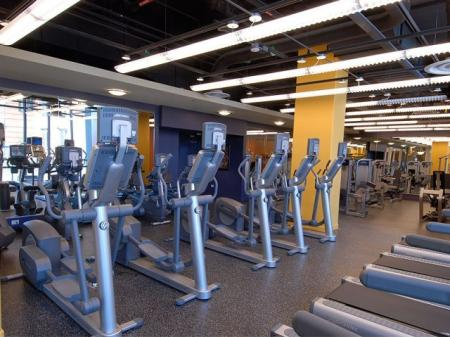 Luxury fitness center: Amenities | Sky55 apartments at Central Station
