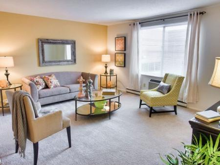 Apartmetns for rent in Parma | Hummingbird Pointe