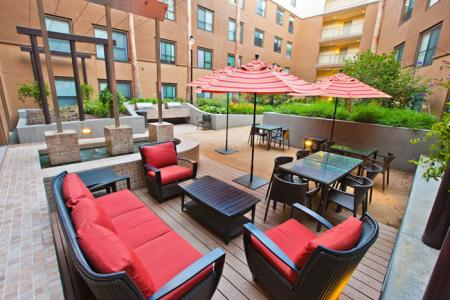 Luxury Amenities: Courtyard | The Uptown