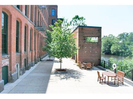 Cumberland apartments | Community grounds at The River Lofts
