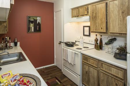 Kitchen | Landmark at Avery Place Apartment Homes Tampa, FL