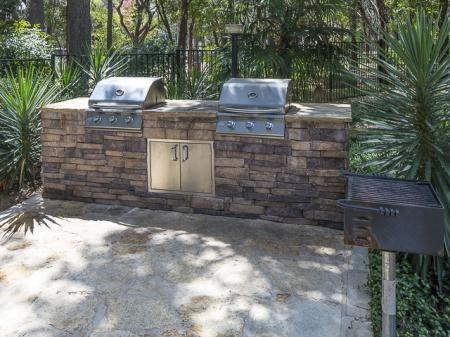 Outdoor Grilling Area | Landmark at Barton Creek Apartment Homes in Austin, TX
