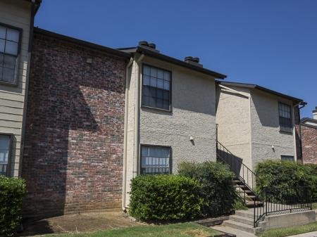 Apartment Building | Kensington Station Apartment Homes in Bedford, TX