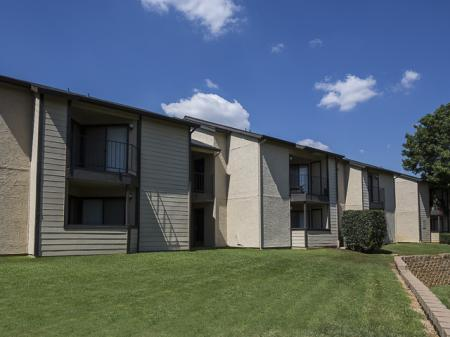 Apartment Buildings | Kensington Station Apartment Homes in Bedford, TX