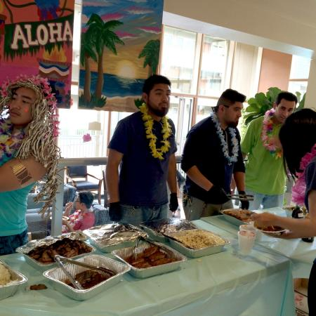 Luau Food | University Court