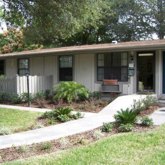 Palatka Oaks Apartments, exterior, walk way, grass, trees, plants, single level white building,