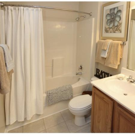 Well Appointed Full Bathroom