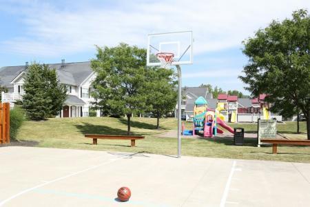 Autumn Creek apartments | basketball court