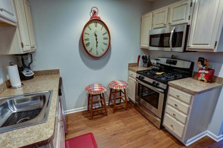 Charming Kitchen in the 1 Bedroom Apartment Home at Williamsville NY Apartments | StoneGate Apartment Homes