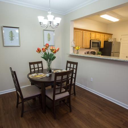 Residents Eating in the Dining Room | Williamsville New York Apartments | Renaissance Place Apartments
