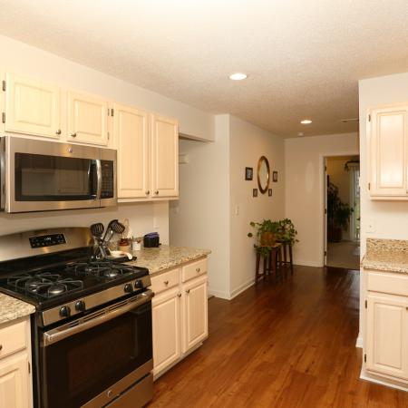 Luxurious Kitchen | Williamsville New York Apartments for Rent | StoneGate Apartment Homes