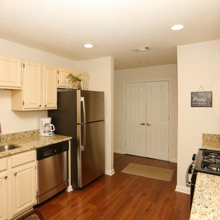 Modern Kitchen | Apartment Homes In Williamsville | StoneGate Apartment Homes