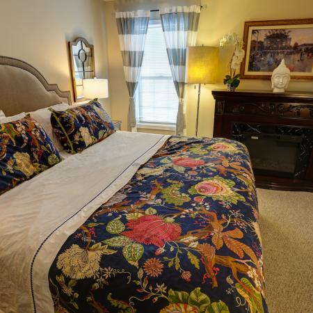 Spacious Master Bedroom Suite at Apartments Williamsville | StoneGate Apartment Homes