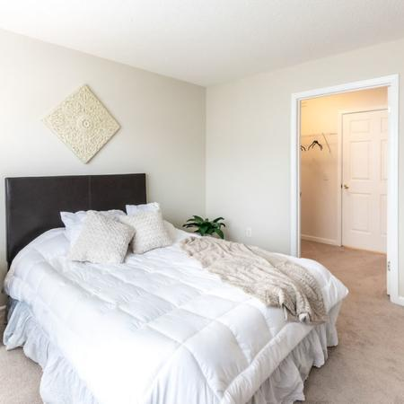 Spacious Bedroom | East Amherst NY Apartment Homes | Autumn Creek Apartments