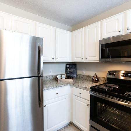 High-End Kitchen Appliances, 2 Bedroom 1.5 Bath| East Amherst NY Apartment Homes | Autumn Creek Apartments