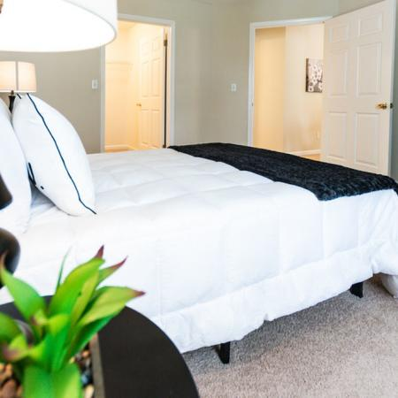 Luxurious Master Bedroom | Apartment in East Amherst, NY | Autumn Creek Apartments
