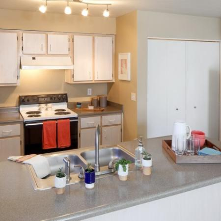 Elegant Kitchen | Apartments In Vancouver WA | Village at Cascade Park