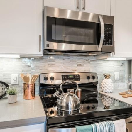 Elegant Kitchen | Richmond Apartment Rentals | Deseo at Grand Mission