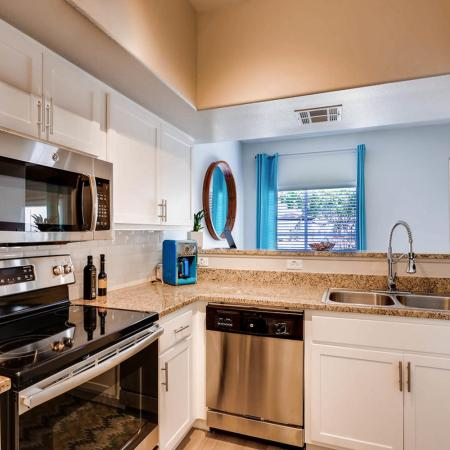 Elegant Kitchen | Ahwatukee Foothills Apartments | Verano Townhomes