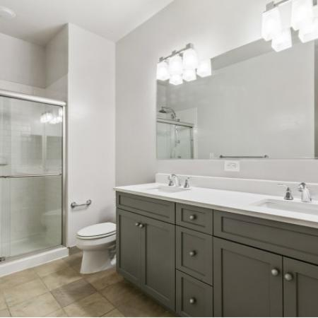 1000 Jefferson Street Apartments|Bathroom