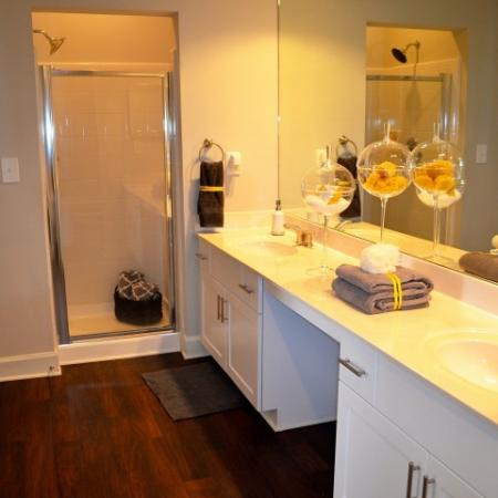 Dunwoody Place Apartments Bathroom