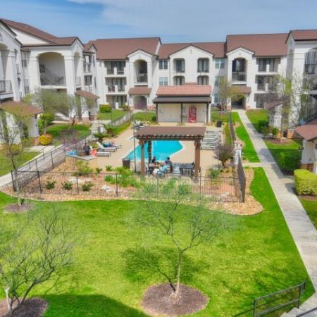 Beautifully Landscaped Grounds | Apartment Rentals in San Antonio TX | Sendera Landmark