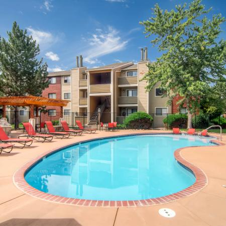 Sparkling Pool | Littleton Apartments | Terra Vista at the Park