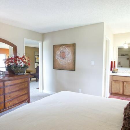 Elegant Master Bedroom | Apt In Denver | Summitt Ridge