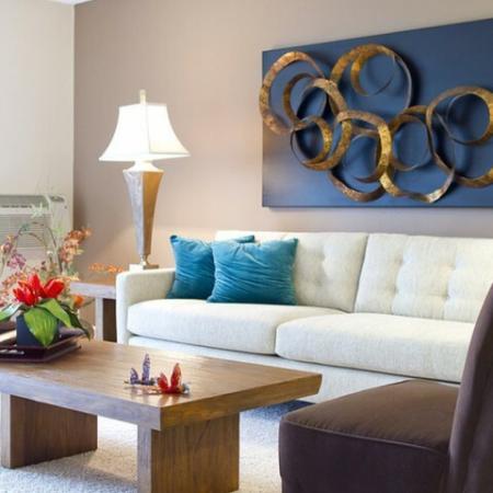Elegant Living Area | Apt In Denver | Summitt Ridge