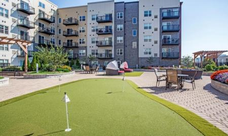 Resident Putting Green | Lombard Apartments | Apex 41