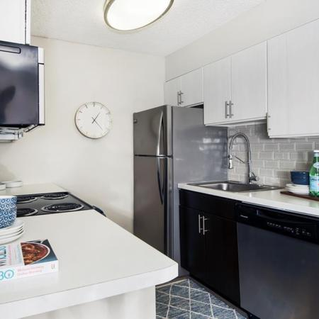 State-of-the-Art Kitchen | Pet Friendly Apartments In Lakewood CO | Waterfront