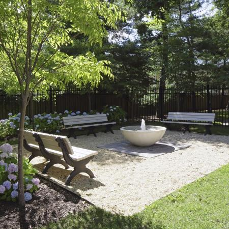 Massapequa Apartment Courtyard - Southpoint Apartment Homes