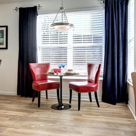 Parker Apartment Dining Area - Briargate On Main