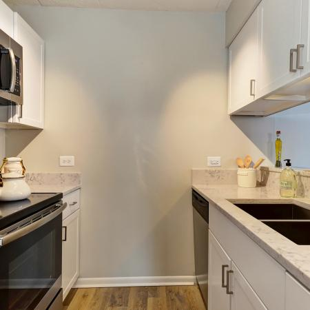 Lombard Apartments Kitchen - Residences at Lakeside
