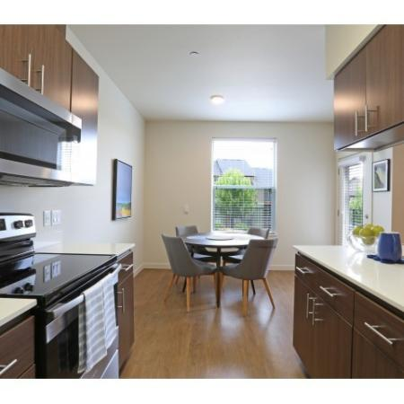 Apartments in Salem, OR full kitchen