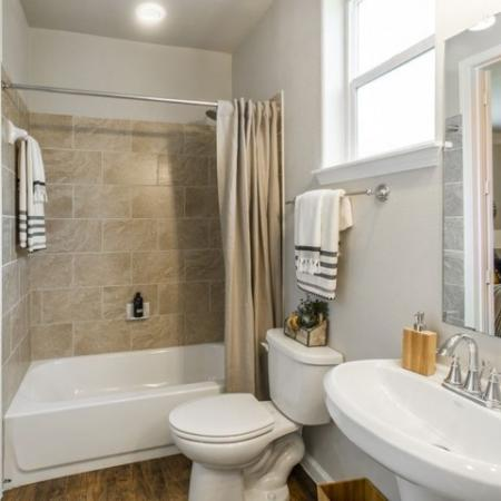 Elegant Master Bathroom | Apartments For Rent In Conroe TX | The Mansions Woodland