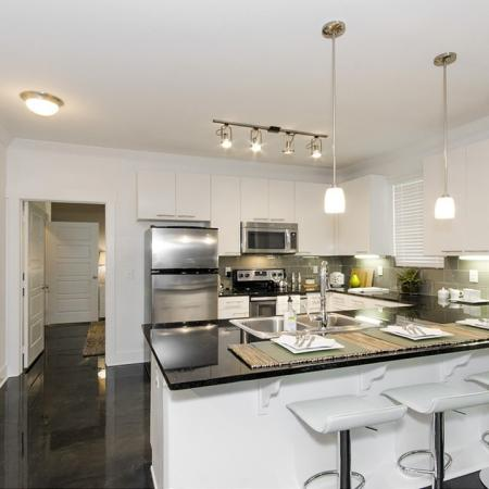 Elegant Kitchen   Apartments In Conroe TX   The Towers Woodland