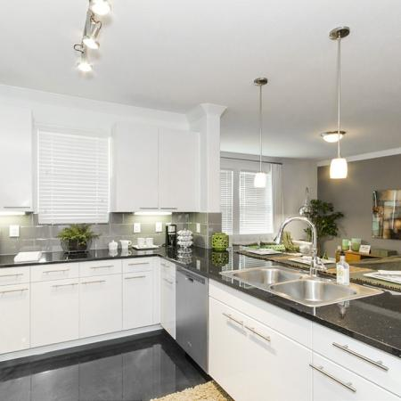 Modern Kitchen   Apt In Conroe TX   The Towers Woodland